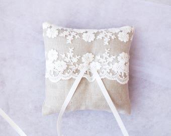 Burlap ring pillow Rustic wedding Burlap lace ring bearer Wedding Vintage Lace Woodland Wedding ring pillow Country wedding Barn Wedding