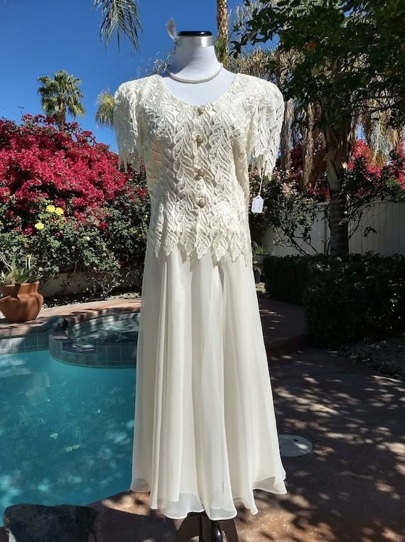 Lovely Cachet by Bari Protas 2 Piece Lace Jacket and Maxi Skirt Suit, Creme Colored,Size 9/10.Wedding,Mother of the Bride
