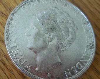 Dutch money 2-1/2 Gulden QUEEN JULIANA