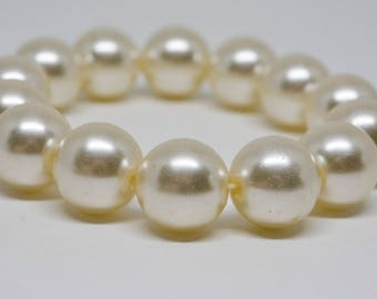 Large Faux Pearls Beaded Bracelet