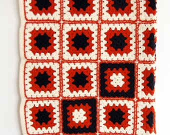 Vintage Crochet Afghan // 70s Granny Square Blanket // Vintage Throw
