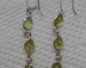 Hallmark Sterling Silver Sri Lankan Green Peridot Dangle Earrings (E20/8)