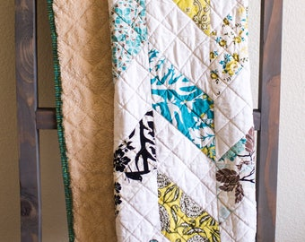 Modern Neutral Toddler Quilt (Free Shipping)