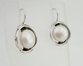 Great handcrafted Sterling Silver long round Pearl white Earrings (di 208)
