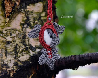 Asymmetric pendant with leaves
