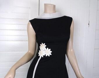 60s Mod Formal Dress in Black & White- Daisy Flower Appliqué- 1960s Prom- A-line Empire Waist Sleeveless High Neck