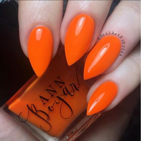 Besado por el sol albaricoque vegano naranja crema de uñas