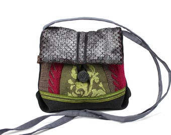 Fabric colors associated with shoulder small bag. Original clutch with flap. Light and practical bag.