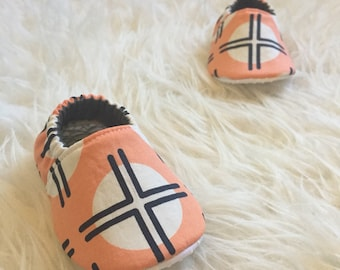 Baby Moccs: Coral & Navy Geometric / Baby Shoes / Baby Moccasins / Childrens Indoor Shoes / Vegan Moccs / Soft Soled Shoe / Montessori Shoes