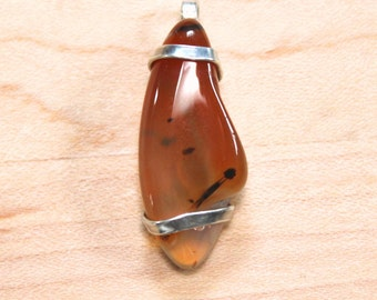Pendant in Agate with solid Sterling Silver hand forged unique setting
