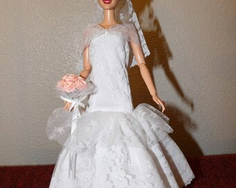 Beautiful trumpet style lace wedding dress with veil, floral bouquet & shoes for Fashion Dolls - ed1045