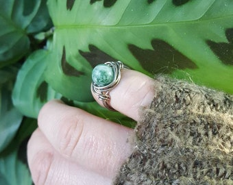 Earth Day Ring/Tree Agate Ring/Midi Ring/Silver and Green/Wire Wrapped Ring/Gemstone Rings/Metaphysical Healing Crystals/Gifts for Mom
