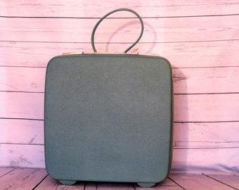 Royal Traveller Carry On Case with Key, Dusty Blue Train Case, Vintage Royal Traveller Train Case, 1960s Train Case, Cosmetic Case
