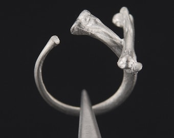 What Remains - Cross Bones Ring 1 in sterling silver