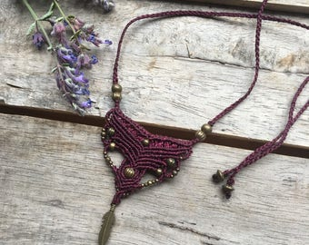 Micro-macrame necklace with feather pendant