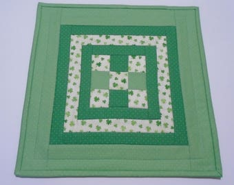St Patrick's Day Quilted Table Topper, Irish Shamrock Quilted Table Mat, Quilted Table Runner, Quilted Candle Mat, St Patrick's Day Decor