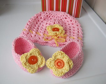 Booties for the baby, hat and booties, knitted hat, knitted booties, baby gift,  pink, yellow flower, festive attire, ready for shipment