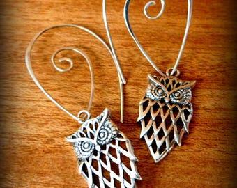 Sterling silver Owl earrings, dangle earrings, nature jewelry, bird earrings, Owl of the night.