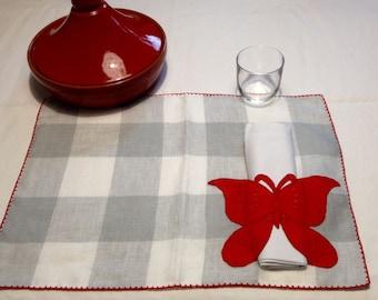 American linen mat 100% Red butterflies