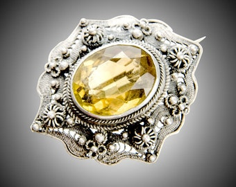 Antique Cannetilli silver filigree brooch with 11.8 ct Heliodor, Golden Beryl