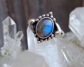 Sterling Silver Labradorite Ring, 6mm by 9mm Oval, Bead, Flourish Decoration around Bezel, Split Shank, Signed, Size 7 1/2 US, Nice Flash