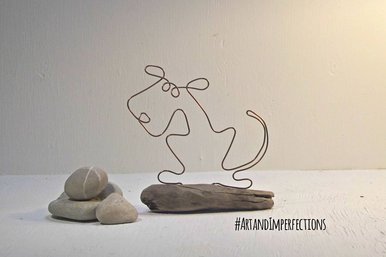 Hund Draht-Skulptur Hunde Hund Figur Kupfer und Treibholz