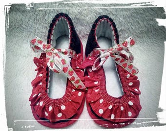 "Hand-stitched slippers ""Dots"" for babies and toddlers"