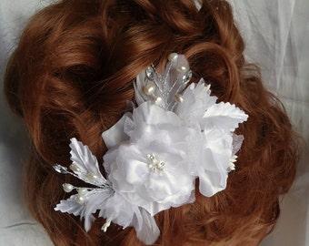 Bridal Headpiece, White Fascinator, Floral Hair Clip, Bridal Accessory, REX16-340