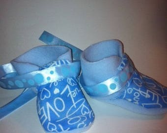 Blue fleece booties / off-white 3-6 months