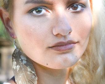 Boucles d'oreille Boho plume, plume, plume de cuir, mariée bohème, boucles d'oreilles Boho, plume de boucles d'oreilles, plumes d'or, Faux cuir plume