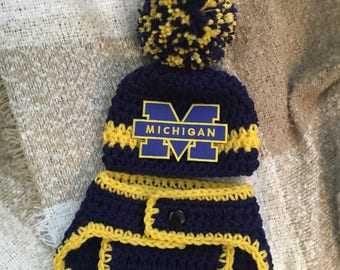 Baby U of M hat and diaper cover which can be bought as a set, newborn Michigan  outfit, boy University of Michigan hat, U of M photo prop