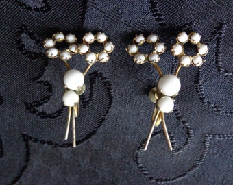 Vintage  Milk glass earrings white flowers screw back