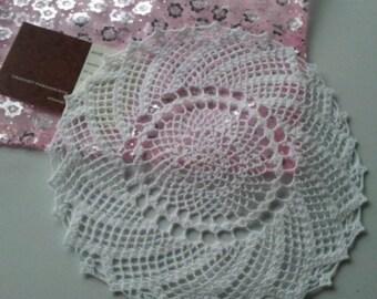 lot deux napperons spirales blanc en crochet