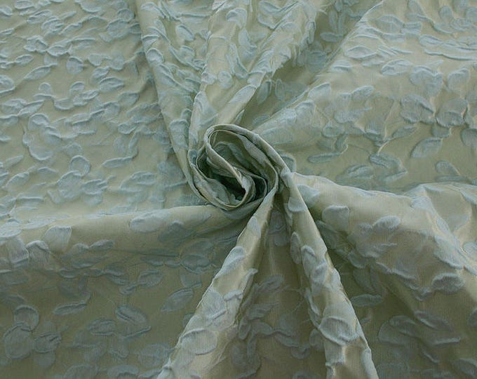 990101-150 JACQUARD-Co 63%, Se 31, Pc 6, 140 cm wide, manufactured in Italy, dry cleaning, weight 238 gr, price 1 meter: 95.17 Euros