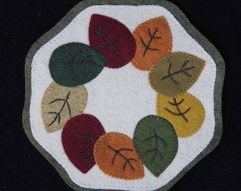 Fall leaves wool candle mat