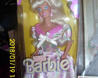 """Special Edition 1996 Mattel Barbie """"RUSSELL STOVER"""" Candies Dress Shoes Stockings Hair Brush"""