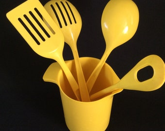 Vintage kitchen  utencilios yellow set