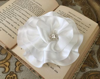 Ivory Flower Brooch.Ivory Flower hair clip.Ivory headpiece.bridal hair piece.wedding accessory.Off-white.Ribbon Flower.Large Flower.Pin