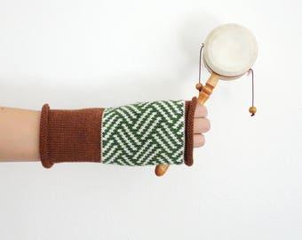 100% merino wool gloves, fingerless gloves, knit fingerless mittens, wool glovelets, wrist warmers, geometric pattern, grown green white