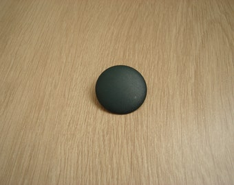 large button has matte green tail