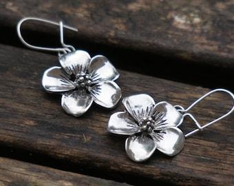 Flower Earrings, Silver Flower Earrings, Sterling Silver Earrings, Silver Dangle Earrings, Nature Earrings, Flower Jewelry, Birthday Gift