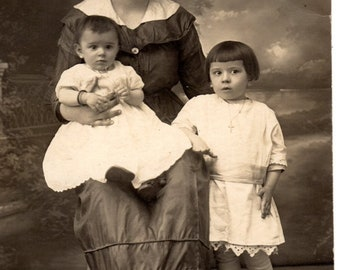 RPPC ~~ Real Picture Post Card circa 1910 ~ Young Mother & Her Two Children