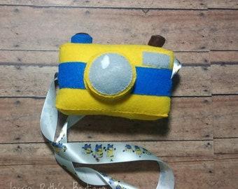 Pretend camera/ felt camera/ plush camera/ camera toy/ Montessori toy/ pretend play/ toddler toy/ boy gift/ girl gift/ toddler/ minions