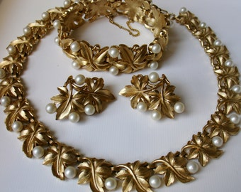TRIFARI CROWN Set 1950's Fig Leaves and Faux Pearls Gold Tone Setting - Necklace Bracelet Earrings