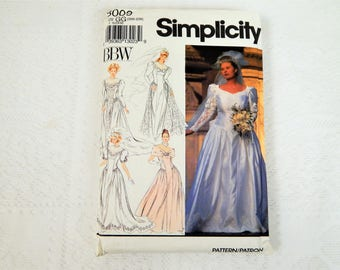 Simplicity Pattern 8009   Bridal Gown  Sizes 26W-32W  Factpry Folded  Unused  Free ship in US