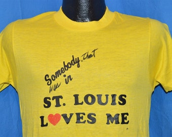 80s Somebody That Was In St Louis Loves Me t-shirt Medium