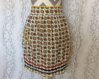 Cute vintage 70's yellow floral apron