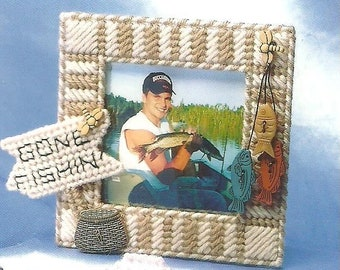 Gone Fishing Fish Lovers Picture Frame / 7 ct Vintage Plastic Canvas Pattern / Digital Download