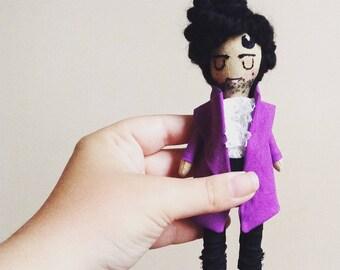 Prince. Purple Rain. Poupée mini icône. Art textile.