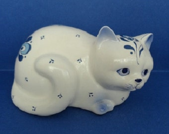 Vintage 80's Enesco Designed Giftware Laying White Cat/Blue Designs